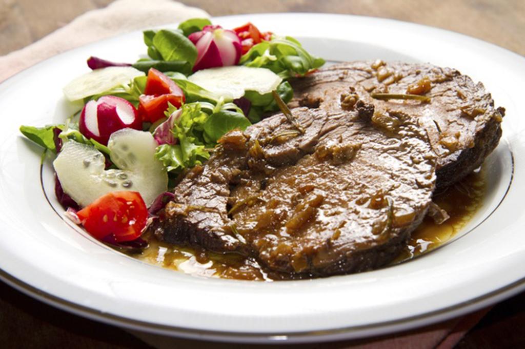Sirloin Steak with Wine & Shallot Sauce (Prepared)